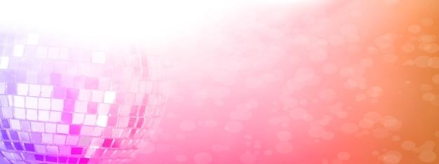 Boule à facettes avec fond coloré. discothèque de nuit. rouge-violet. photo de haute qualité