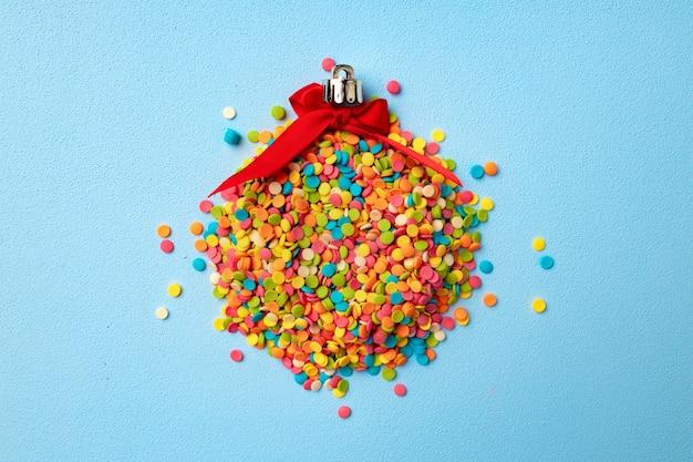 Boule de noël en confettis