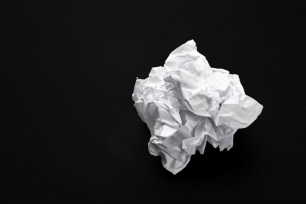 Boule de papier blanc