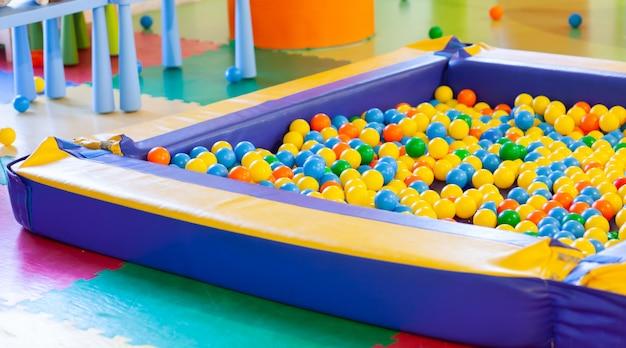 Boule de piscine en plastique pour enfants