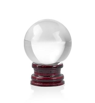 Boule de verre ronde sur une surface en bois