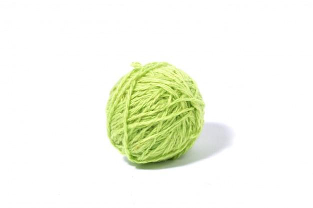 Boule verte de vert clair isolé blanc