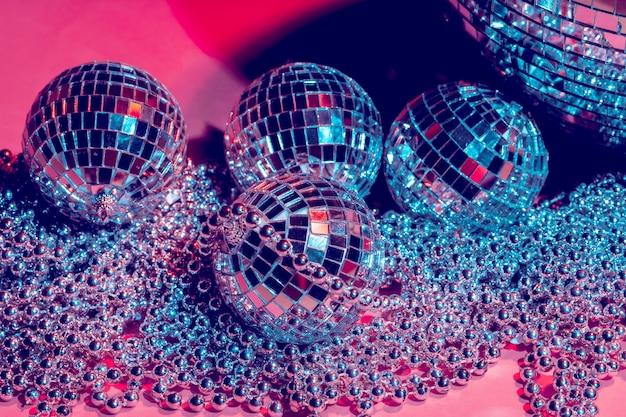 Boules à facettes pour la décoration d'une fête