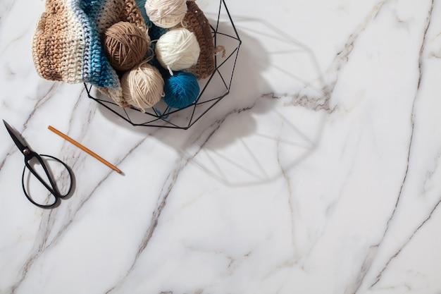 Boules de laine de différentes couleurs