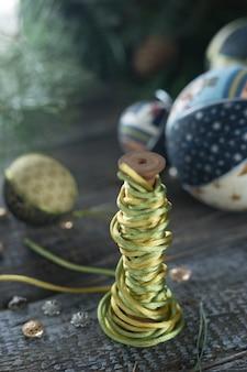 Boules à la main pour le nouvel an en cours