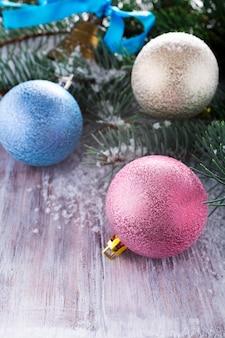 Boules de noël colorées