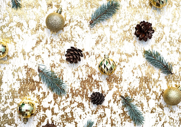 Boules de noël dorées branches d'épinette pommes de pin à plat