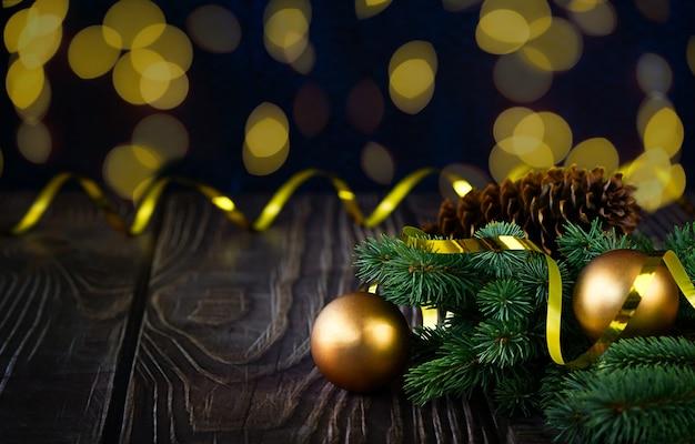 Boules de noël sur planche de bois rustique arrière-plans photo célébration brun vif