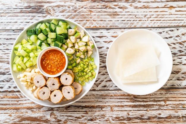 Boulette de porc vietnamienne avec wraps aux légumes