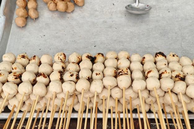 Boulette de viande grillée au street food