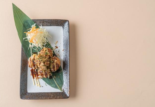 Boulettes de boulettes de takoyaki ou boules de poulpe - style de cuisine japonaise