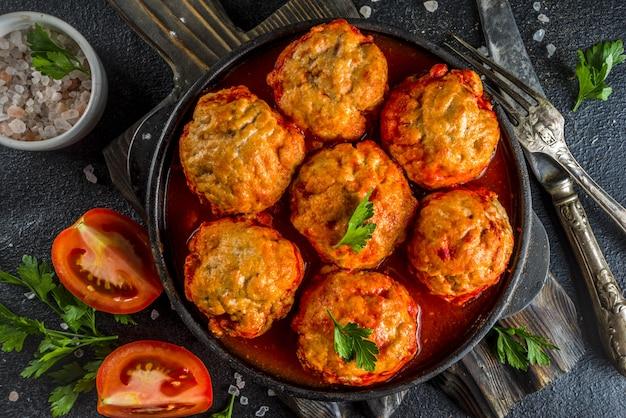 Boulettes de poulet maison à la sauce tomate