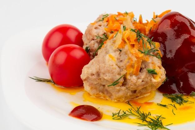 Boulettes de viande aux tomates cerises à la sauce tomate