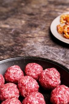 Boulettes de viande crues