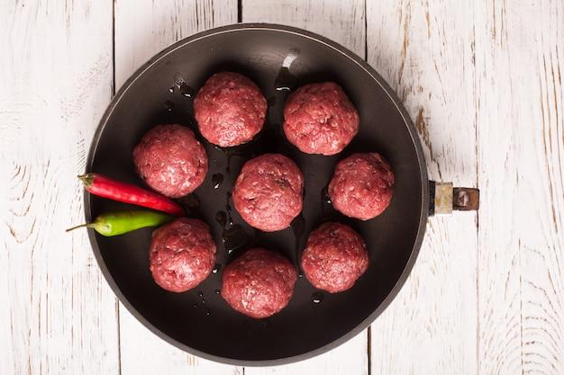 Boulettes de viande et piment
