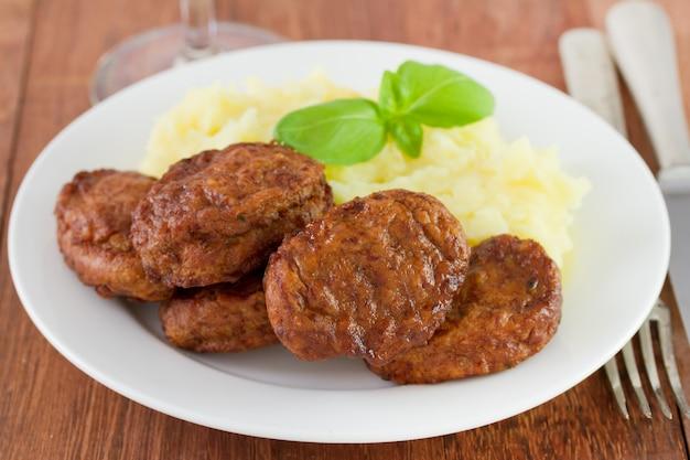 Boulettes de viande avec purée de pommes de terre