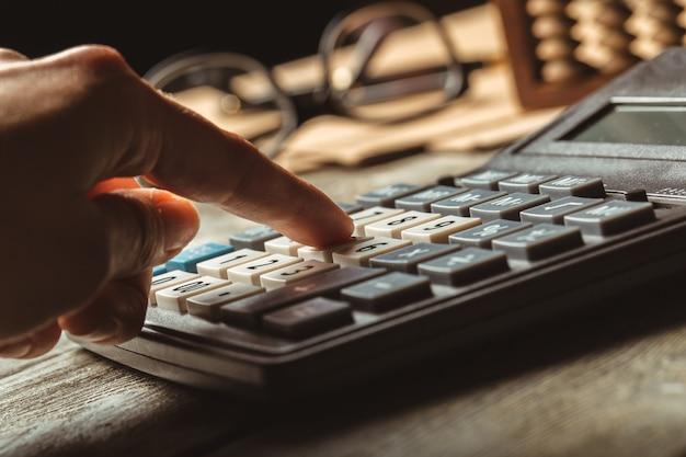 Boulier vintage et calculatrice