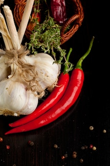 Bouquet d'ail, de piment et de thym
