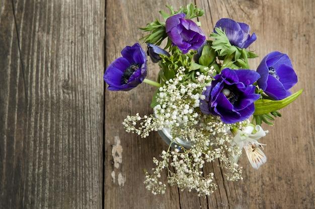 Bouquet d'anémones bleues