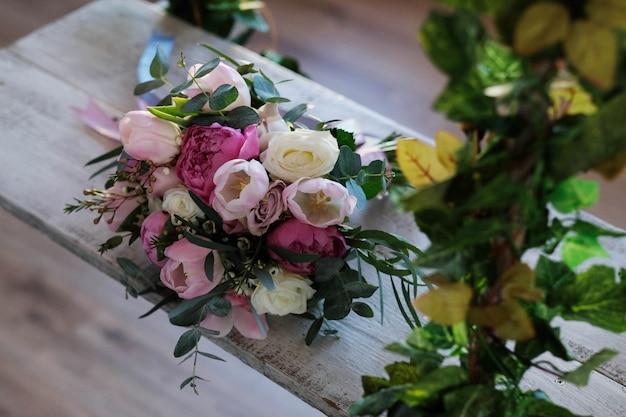 Bouquet sur une balançoire