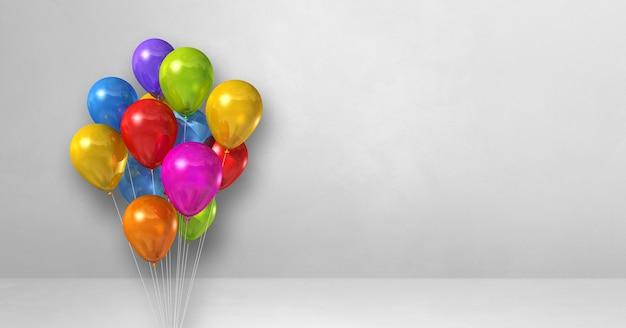 Bouquet de ballons colorés sur une surface blanche