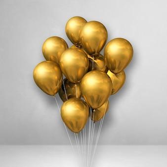 Bouquet de ballons d'or sur une surface blanche