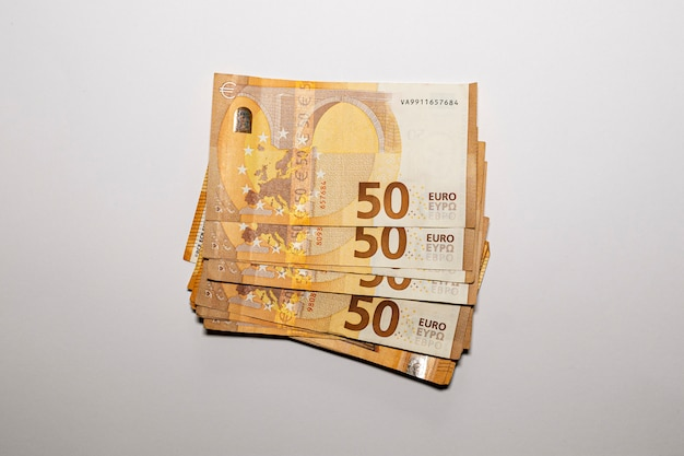 Bouquet de billets de 50 euros. concept d'économiser de l'argent