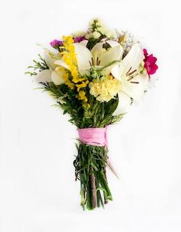 Bouquet décoratif de fleurs fraîches sauvages