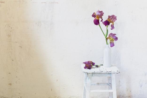 Bouquet d'été à l'intérieur blanc