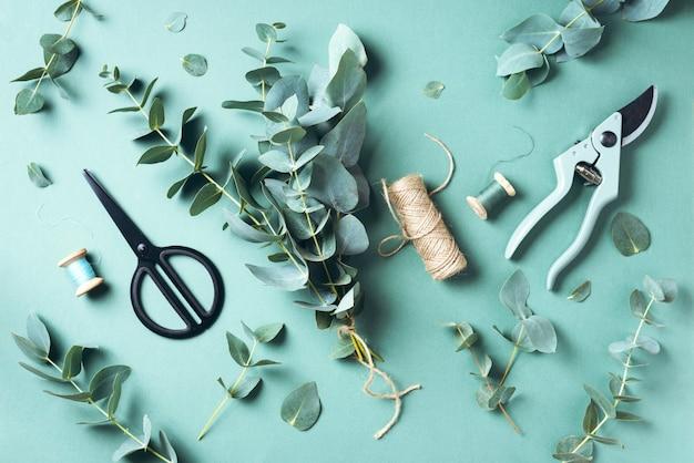 Bouquet d'eucalyptus créant avec des branches d'eucalyptus bleu bébé