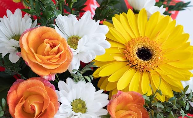 Bouquet de fleurs fraîches se bouchent