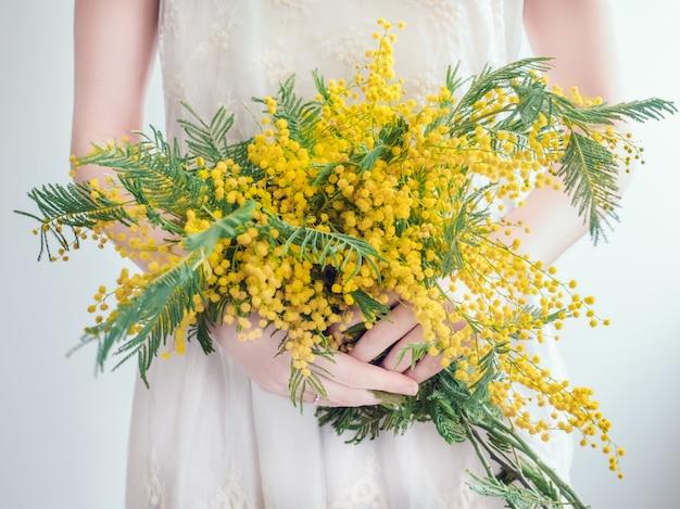 Bouquet de fleurs jaunes et brillantes