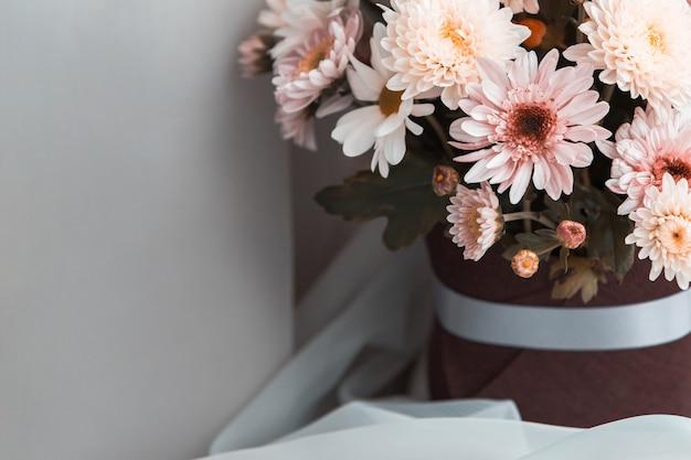 Un bouquet de fleurs mélangées
