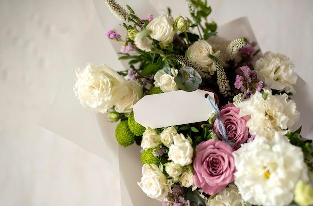 Bouquet de fleurs avec note