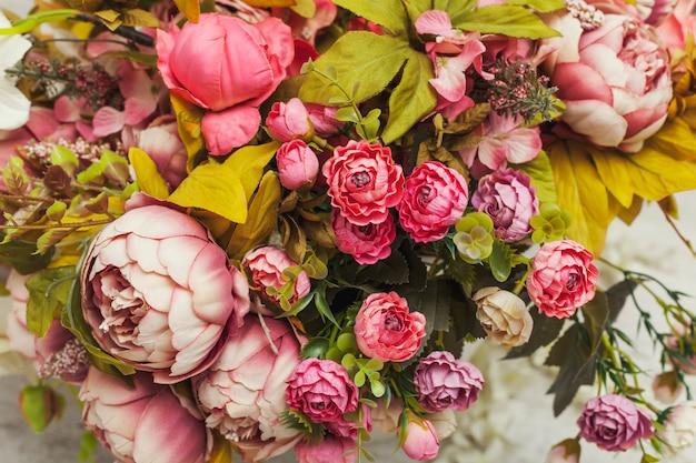 Bouquet de fleurs en papier et tissu rose