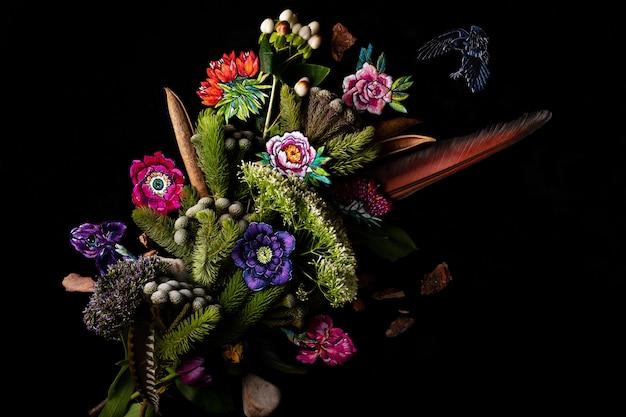 Bouquet de fleurs et de plumes