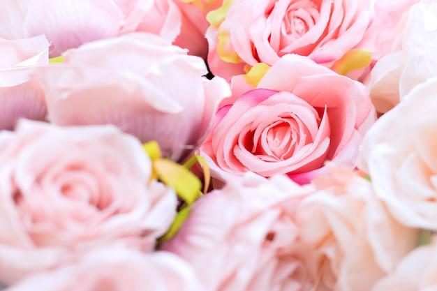 Bouquet de fleurs roses roses se bouchent. rose rose en tissu