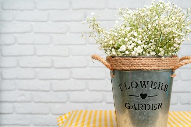 Bouquet de gypsophile blanche, fleurs de souffle de bébé se bouchent