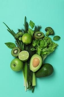 Bouquet de légumes verts frais à la menthe