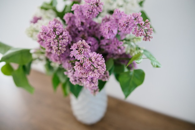Bouquet de lilas dans un vase