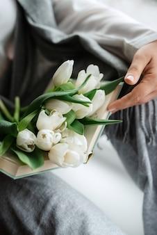 Bouquet de mariage élégant de fleurs naturelles fraîches et de verdure