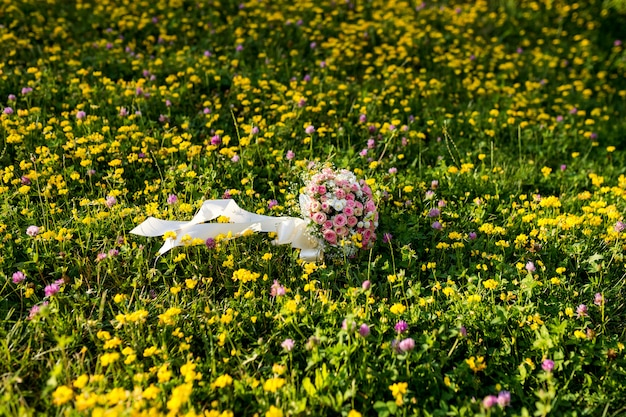 Bouquet de mariage. fleurs de mariée. décoration de mariage. jour de mariage