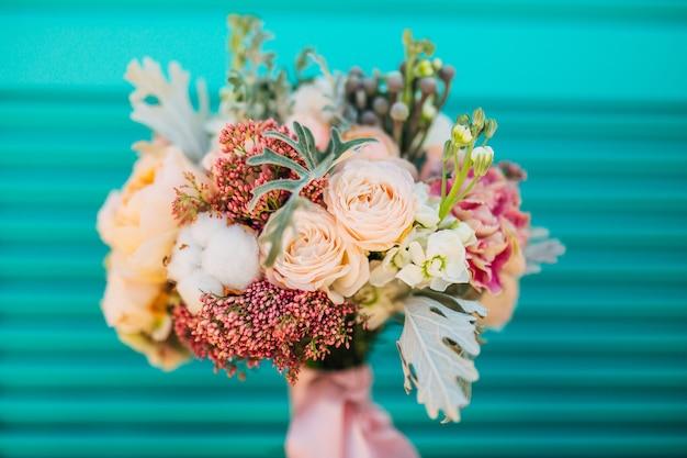 Bouquet de mariage sur fond texturé