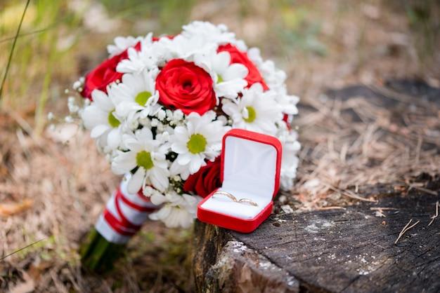 Bouquet de mariée de fleurs colorées pour mariée