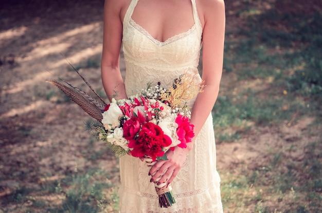 Bouquet de mariée en mains