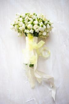 Bouquet de mariée avec perce-neige