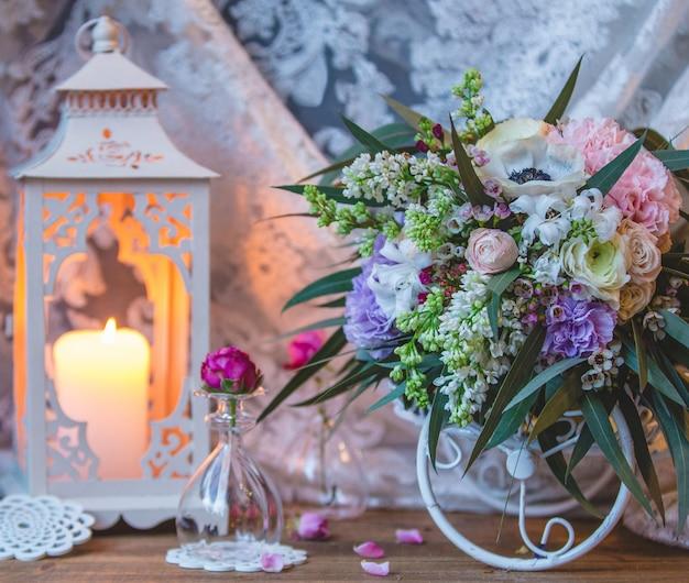 Bouquet de mariée en robe de mariée en tulle