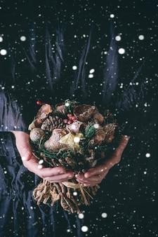 Bouquet de noël avec neige