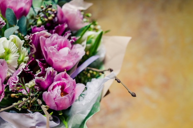 Bouquet. pivoines, tulipes, lis, hortensias.
