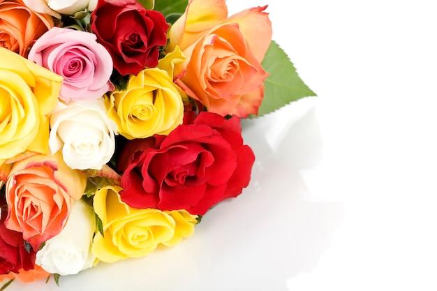 Bouquet de roses sur blanc
